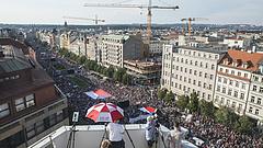 Több száz ezren tüntettek Prágában Babis lemondását követelve