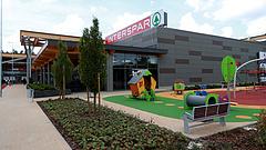Új Intersparspar-áruház nyílt Tatán