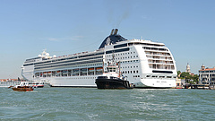 Velencei hajóbaleset: tüntettek a tengerjáró hajók behajtása ellen