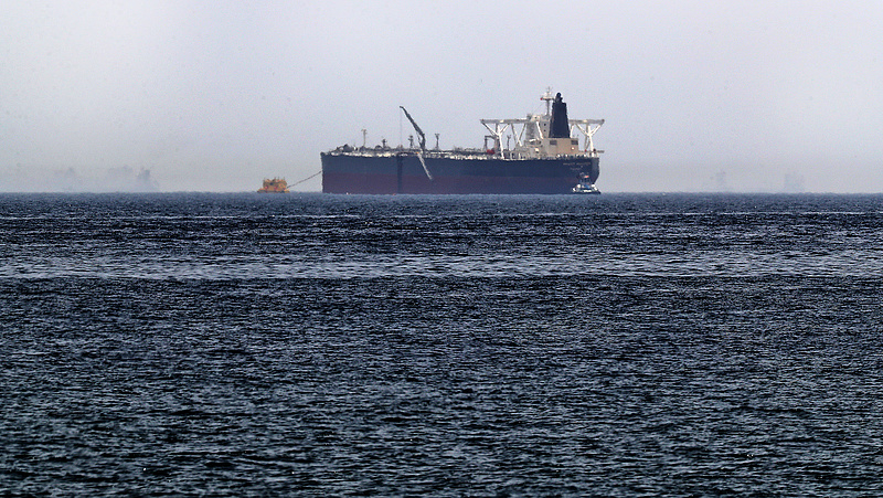 Két olajtankernél robbanás történt - megugrott az olajár