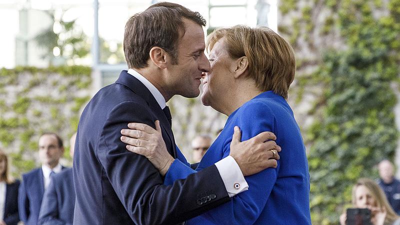 Macron átvette Merkel helyét, és Trumppal is szembeszáll