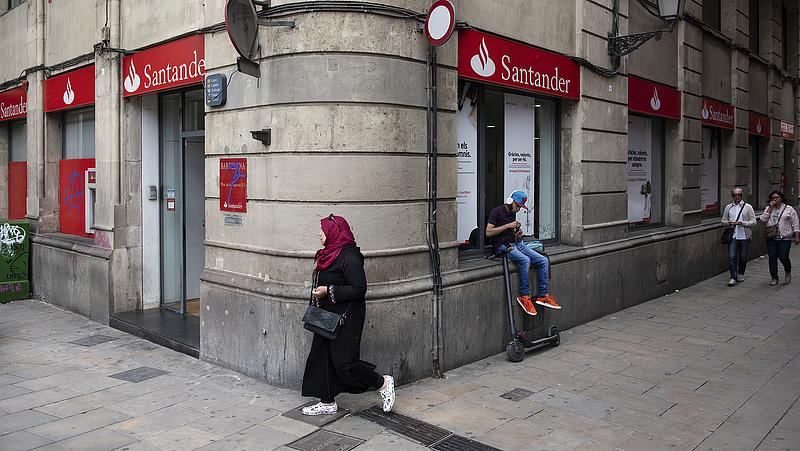 Tömeges elbocsátásról és fiókbezárásról döntött a spanyol Santander