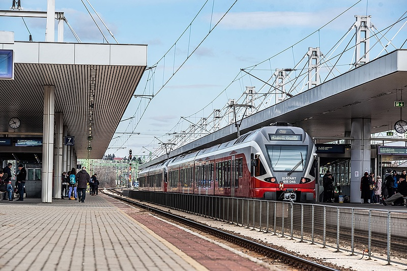 Nekimentek a MÁV-nak a háborgó utasok - tüntetés is jöhet