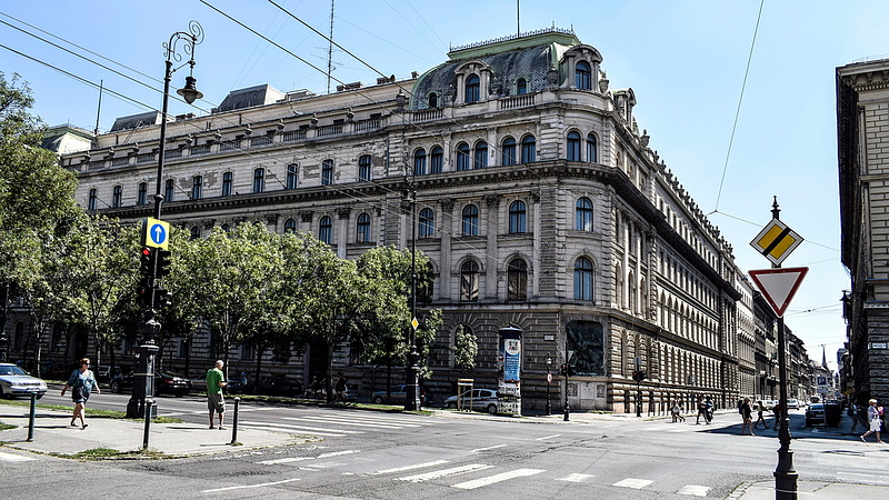 Vevőt keresnek az Andrássy úti MÁV-székházra