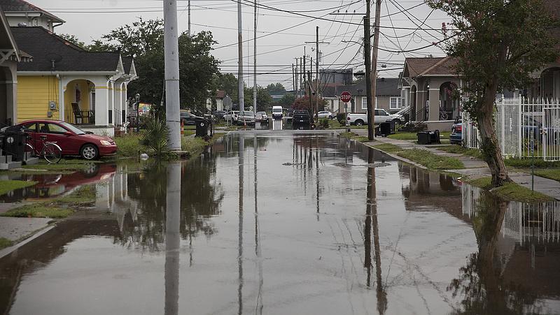 400 milliméter csapadék, óriás széllökések - rendkívüli állapotot hirdettek Louisianában