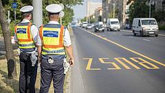 Majdnem 900 busz- és teherautó-sofőrt büntettek meg a rendőrök