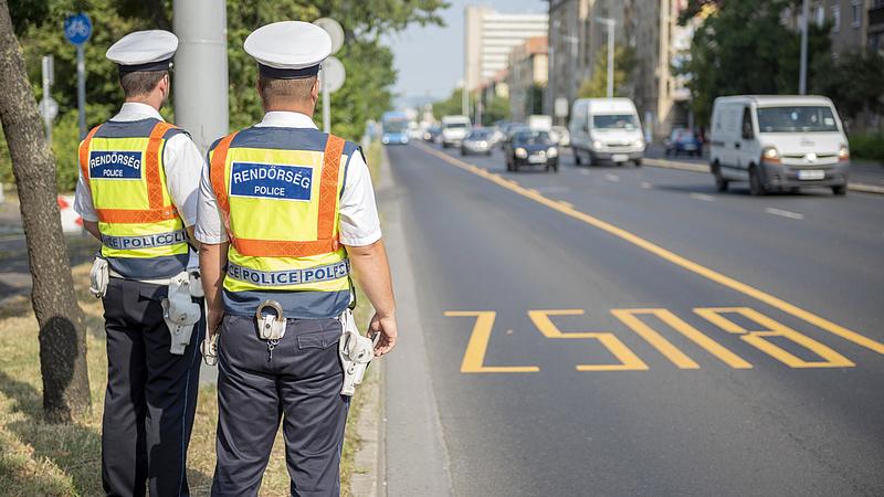 Buszokra, teherautókra csapott le a rendőrség - az eredmények elég súlyosak