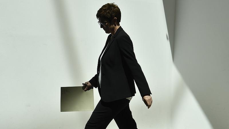 Borul Merkel mesterterve - öldöklő harc indult