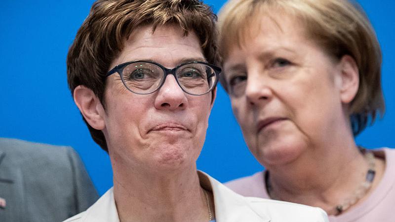 Merkel utóda párbajjal fenyegeti kihívóit