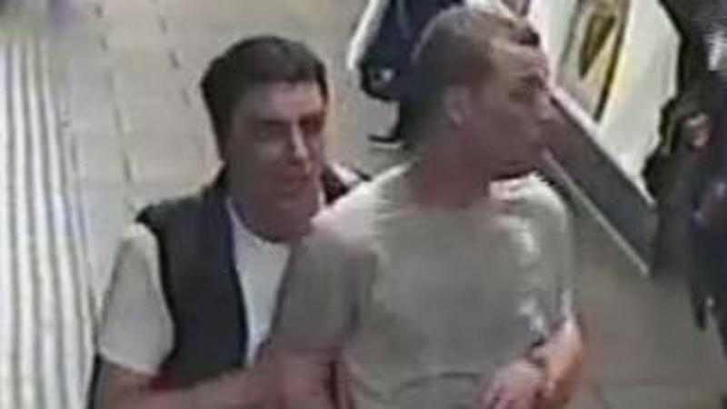 Ki kellett üríteni a londoni metrót gázos támadás miatt