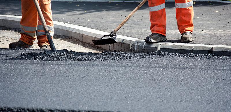 Kétszázmilliárdos átrendezésről döntött a kormány - útfejlesztésekre jut egy jókora összeg