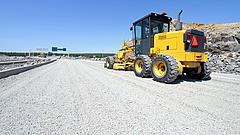 Dugók: kigyulladt egy autó az M6-oson, építik az utat az M7-esen