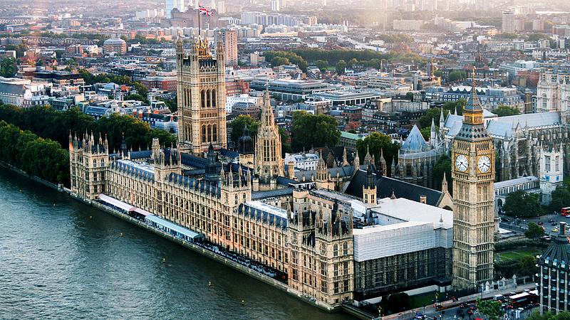 Új elnöke van a brit parlamenti alsóházának
