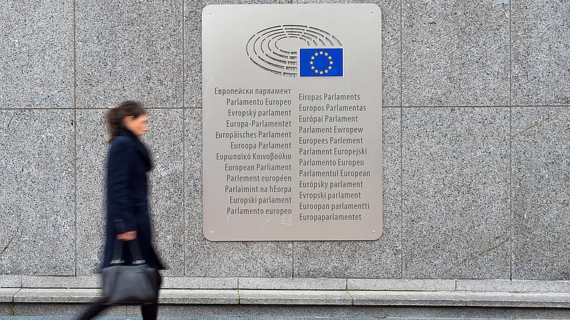 Átment az EP-n a szociális javaslat, fortyognak a kormánypártok