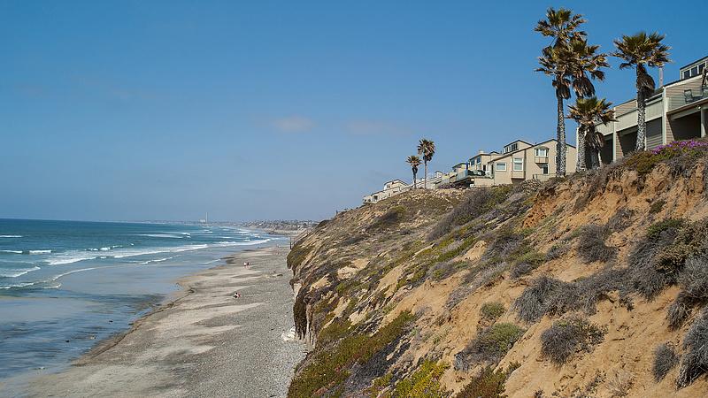 Leomlott a partoldal egy népszerű dél-kaliforniai strandon, többen meghaltak