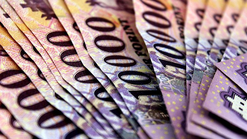 Olyan adócsökkentésbe kezdhet a kormány, ami lyukat ütne a nyugdíjkasszán