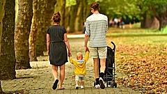 Kisgyerekes szülőket támogat egy új program