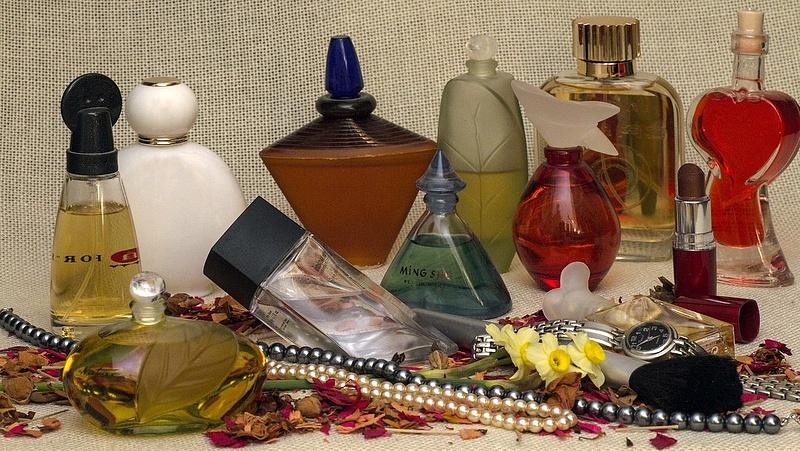 Sok hamis parfümöt találtak