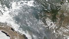 Lángoló esőerdő: egészen elképesztő dologgal vagdalkozik a brazil elnök