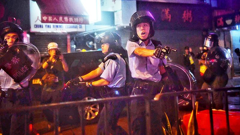 Tombolnak az indulatok Hongkongban - Amerika is felszólítást kapott