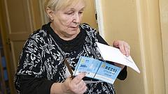 Minden nyugdíjasnak levelet visz a posta