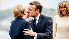 Macron húzná fel Merkel magas sarkú cipőjét