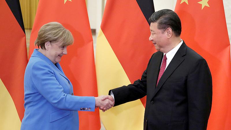 Merkel nagyot fordít fél évvel ezelőtti döntésén