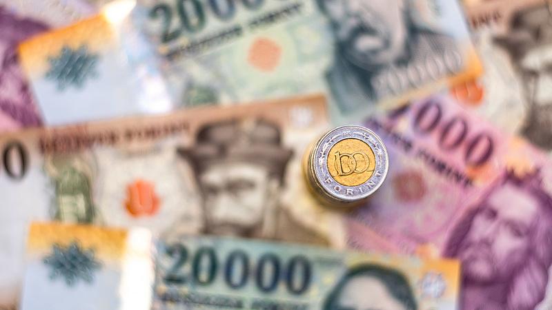 Máshová vitték a pénzüket a magyar kisbefektetők, miután az állam nem kompenzálta a magas inflációt