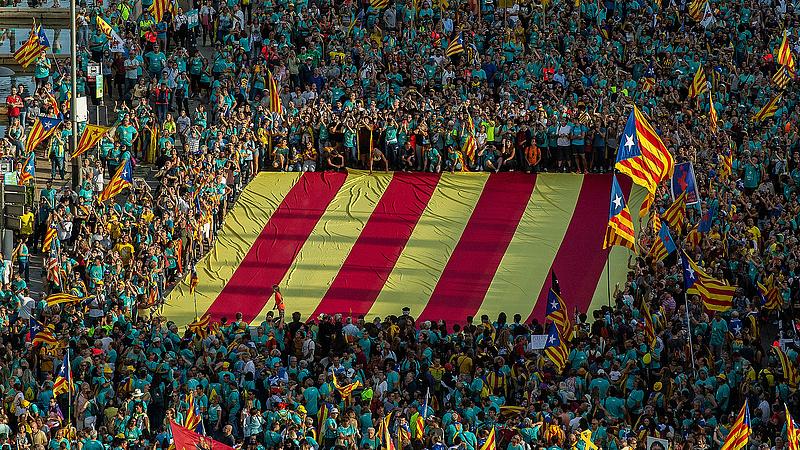 Spanyolország egységéért tüntettek Barcelonában .