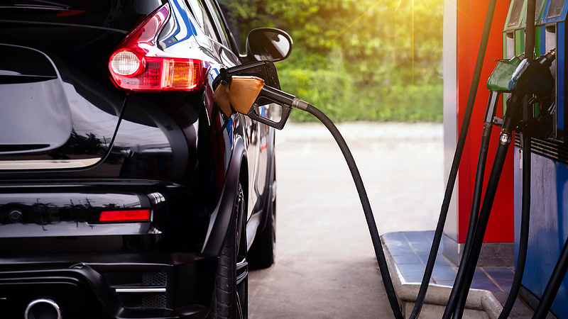Zuhan a benzin és a gázolaj ára - szerdától jönnek az új árak