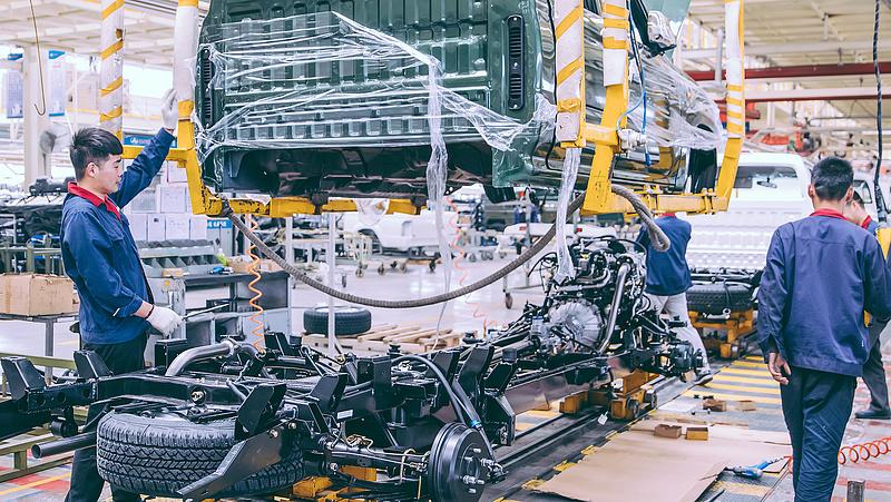 Lassulva csökken az orosz feldolgozóipari termelés
