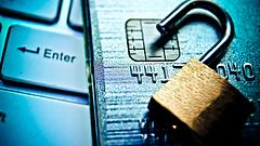 Milliókat loptak a csalók, hibázhatott, mégis széttárja kezét a bank és a mobilszolgáltató