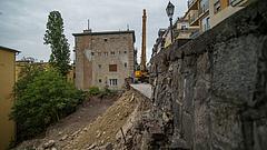 Leomlott a támfal a budai vár alatt - ennyire súlyos a helyzet