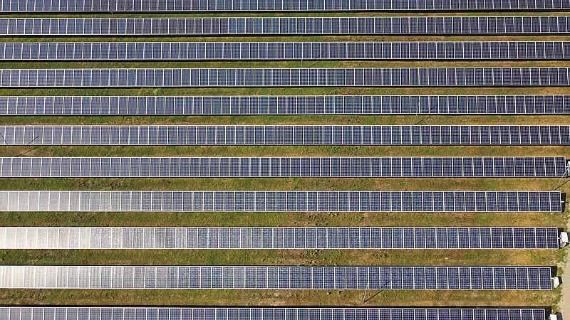 Drón repült be az ALTEO új napelemes erőművei felé