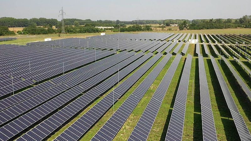Az energiaforradalom küszöbére lökik a hazai rendszert a napelemek