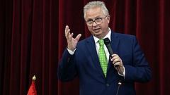 Leszavazta az EP bizottsága Trócsányi Lászlót
