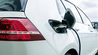 Itt az új pályázat, milliókat kaphat e-autó vásárlására