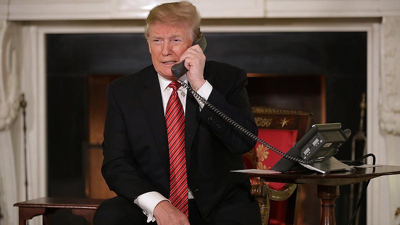 Időzített bomba volt, hogy Trump hülyeséget mond telefonon
