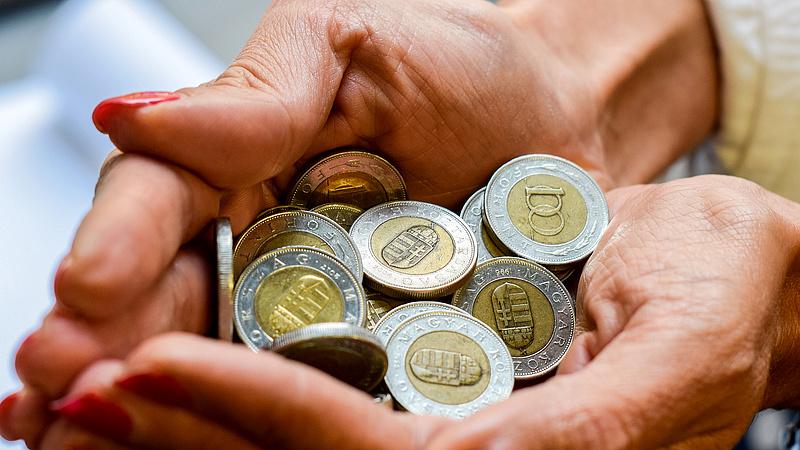 Harminchétezer forintot buknak a háztartások a készpénzen