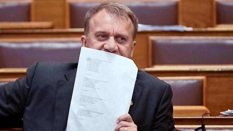Indítványozták Varju László mentelmi jogának felfüggesztését