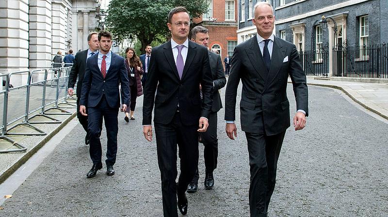 Szijjártó reagált az új magyar-brit pletykára