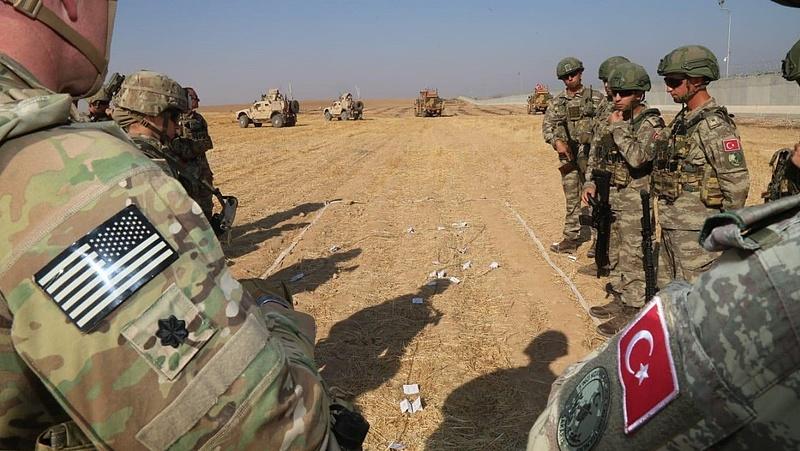 Mégis maradnak amerikai katonák Szíriában