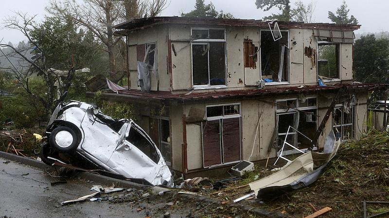 Lecsapott az évszázad vihara Japánban - 4,4 millió ember kellett evakuálni