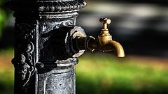 Áder János szerint is baj van a hazai vízvezetékrendszerrel
