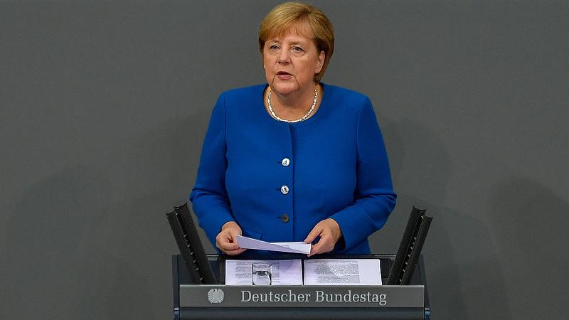 Rendhagyót tett Merkel, kéréssel fordult a németekhez