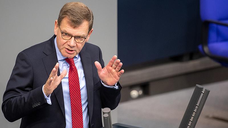 Már Magyarország EU-s tagságát is felfüggesztené Merkel pártja