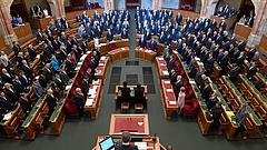 Indulatos felszólalásokkal indult újra a parlamenti munka