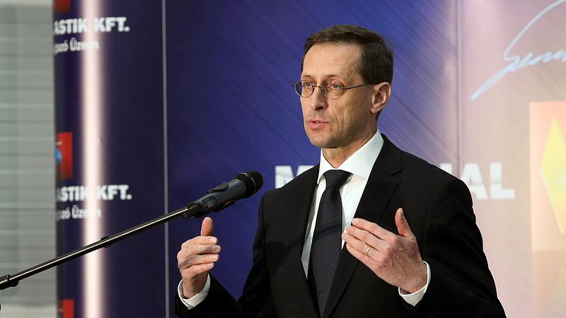A Porsche Hungária és a L.A.C. Holding vezetőit is kitüntette Varga Mihály