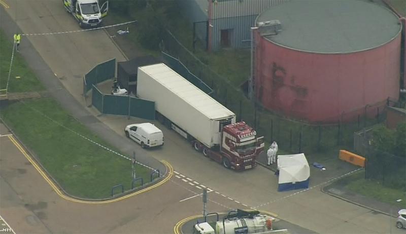 Tragédia Angliában: 39 holttestet találtak egy kamionban