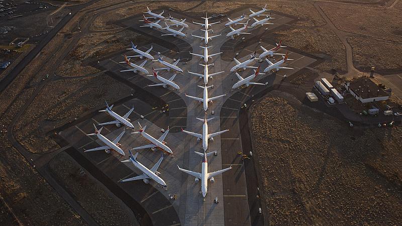 Padlóra küldte a Boeinget a selejtes gépük botránya
